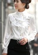 Светлая блузка - необходимая вещь в гардеробе каждой женщины