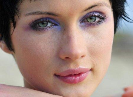 Natural makeup for green